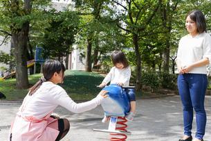 幼稚園に行く子供の写真素材 [FYI04658349]