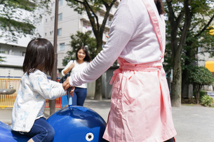 幼稚園に行く子供の写真素材 [FYI04658350]