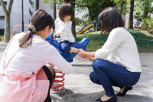 幼稚園に行く子供の写真素材 [FYI04658352]
