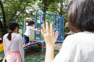 幼稚園に行く子供の写真素材 [FYI04658354]