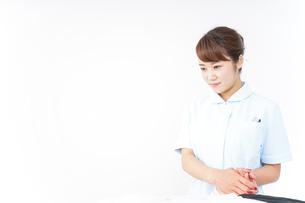 看護師 患者の写真素材 [FYI04658570]