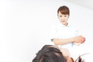 看護師 患者の写真素材 [FYI04658574]