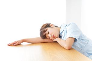 看護師 疲れるの写真素材 [FYI04658587]