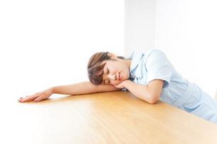 看護師 疲れるの写真素材 [FYI04658589]