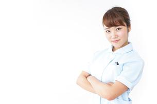 ガッツポーズをする看護師の写真素材 [FYI04658623]