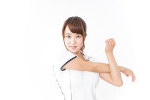 ストレッチをする女性の写真素材 [FYI04658698]