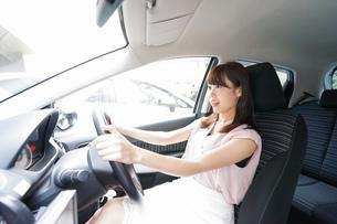 交通事故・危険運転イメージの写真素材 [FYI04659040]