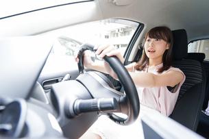 交通事故・危険運転イメージの写真素材 [FYI04659041]