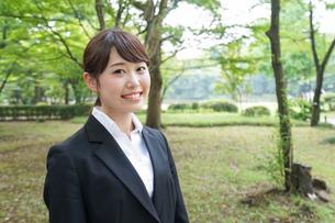 笑顔のビジネスウーマンの写真素材 [FYI04659070]