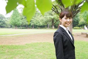笑顔のビジネスウーマンの写真素材 [FYI04659076]