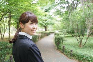 笑顔のビジネスウーマンの写真素材 [FYI04659080]