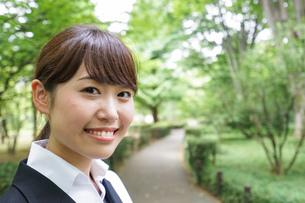 笑顔のビジネスウーマンの写真素材 [FYI04659081]