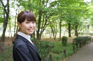 笑顔のビジネスウーマンの写真素材 [FYI04659082]