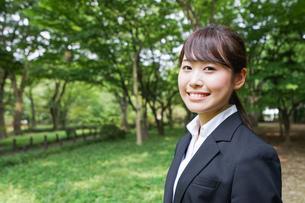 笑顔のビジネスウーマンの写真素材 [FYI04659084]
