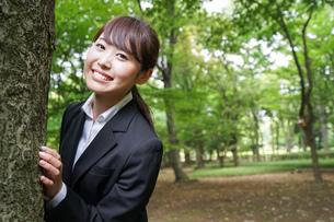 笑顔のビジネスウーマンの写真素材 [FYI04659111]