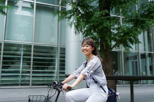 自転車イメージ・アップの写真素材 [FYI04659112]