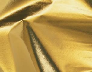 折り目が入った金の紙の写真素材 [FYI04659683]