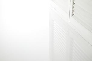 白いブラインドウインドウの写真素材 [FYI04659698]