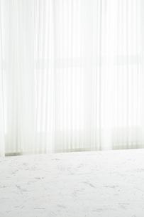 白いカーテン 白い部屋の写真素材 [FYI04659823]