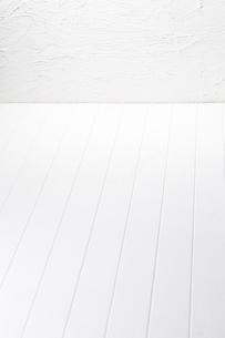 白い板目の床-白い壁-何もない部屋の写真素材 [FYI04659839]