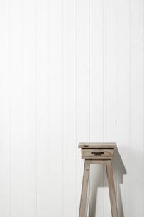 花台-スツール-白木-白壁の写真素材 [FYI04659844]
