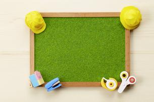 小学校-文房具-勉強-人工の芝生-ミニチュア-ハンドメイド-イメージの写真素材 [FYI04659886]