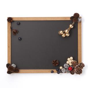 オーナメント 装飾 飾り 黒板の写真素材 [FYI04659910]