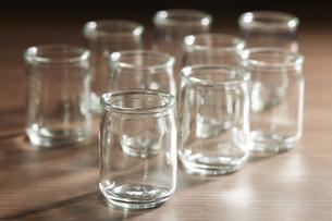 ガラスの小瓶の写真素材 [FYI04659964]
