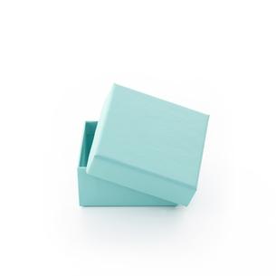 エメラルドグリーンの箱(バック飛ばし、影イキ)の写真素材 [FYI04659966]