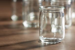 ガラスの小瓶の写真素材 [FYI04659967]