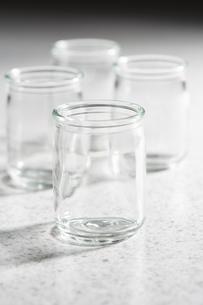 ガラスの小瓶の写真素材 [FYI04659971]