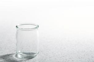 ガラスの小瓶の写真素材 [FYI04659972]