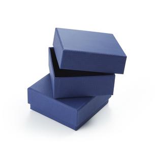綺麗な青色の箱の写真素材 [FYI04659977]