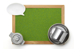 キャンプ飯イメージ-芝生調シート-木枠-ボードの写真素材 [FYI04660003]