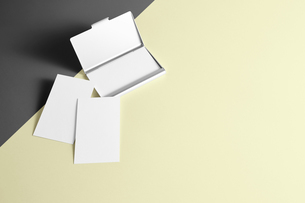 白紙のカード-名刺-メッセージカード-ビジネス-テンプレート-デザインの写真素材 [FYI04660014]