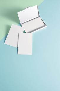白紙のカード-名刺-メッセージカード-ビジネス-テンプレート-デザインの写真素材 [FYI04660017]