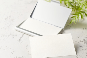 白紙のカード-名刺-メッセージカード-ビジネス-テンプレート-デザインの写真素材 [FYI04660023]