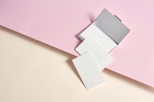 白-名刺-メッセージカード-ビジネス-テンプレート-デザインの写真素材 [FYI04660026]