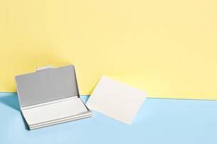 白-名刺-メッセージカード-ビジネス-テンプレート-デザインの写真素材 [FYI04660027]