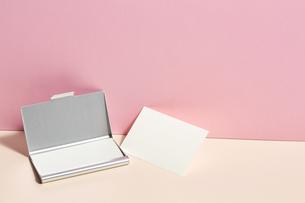 白-名刺-メッセージカード-ビジネス-テンプレート-デザインの写真素材 [FYI04660028]