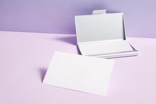 白-名刺-メッセージカード-ビジネス-テンプレート-デザインの写真素材 [FYI04660030]