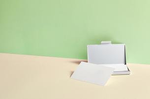 白-名刺-メッセージカード-ビジネス-テンプレート-デザインの写真素材 [FYI04660032]