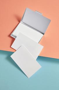 白-名刺-メッセージカード-ビジネス-テンプレート-デザインの写真素材 [FYI04660034]