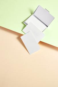 白-名刺-メッセージカード-ビジネス-テンプレート-デザインの写真素材 [FYI04660039]