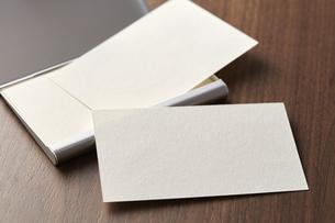 白紙のカード-名刺-メッセージカード-ビジネス-テンプレート-デザインの写真素材 [FYI04660040]