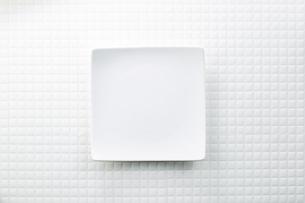 モザイクタイル-白-朝食イメージ-スクエア皿の写真素材 [FYI04660079]