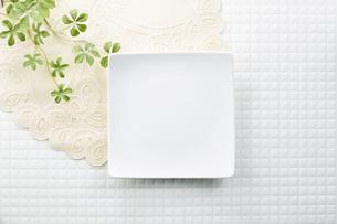 モザイクタイル-白-朝食イメージ-スクエア皿の写真素材 [FYI04660081]