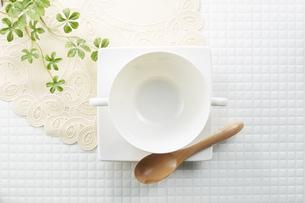 モザイクタイル-白-朝食イメージ-スープ-ボウルの写真素材 [FYI04660084]
