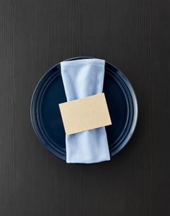 テーブルウェア-セッティング-コーディネート-装飾-メッセージカードの写真素材 [FYI04660130]