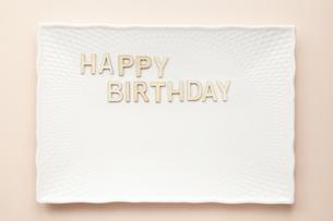 Happy birthday-プレートの写真素材 [FYI04660138]